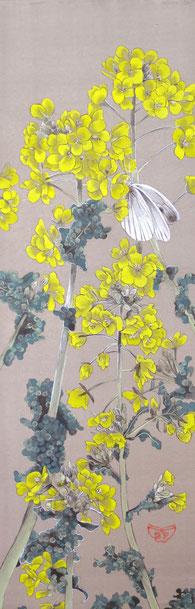 宝居智子「菜の花に紋白蝶」 絹・岩絵具 36x12cm