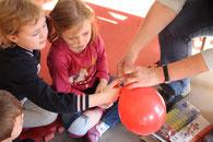 4. Luftballon aufpusten