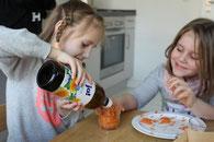 4. Distelöl & Wasser rein & dann filtern