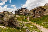 Blick zurück zur Weißkugelhütte vor dem Abstieg ins Tal