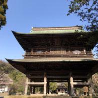 円覚寺の屋根のカーブが美しい