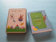 Geschenkbox mit illustriertem Aufkleber Osterhase mit Osterlamm