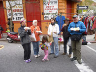 Sonntagsmarkt in Montevideo mit Kordula, Rosita, Mia, Melli, Michael und Christian (v.l.)