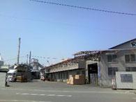 工場は24時間稼働で、生活必需品であるトイレットペーパー等の安定供給に取り組んでいます