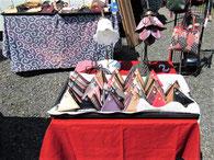 青空市に出店した手作りの革製品