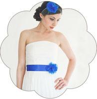 Brautgürtel mit Blüten aus Seide für die Braut. Organza Seiden Blüten Brautgürtel für eine Moderne, romatische oder Vintage Boho Hochzeit.