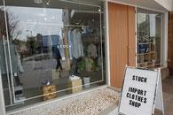 宝石屋さんの後にオープンしたSTOCKさん 女性と男性の商品を揃えています。小松にoroginalsがあります。