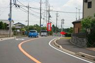左側に「善行寺」の看板が見えたら右に道が隠れていますので、右折ウインカーを出して下さい