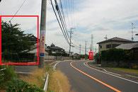 左側に公園が見えてから約80m先の白い「善行寺」の看板を右折です