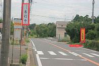 右の「大経寺」という黄色い看板の横の道を入って下さい