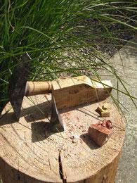 Marteline et tranchet pour l'Atelier de Mosaïque et Nature