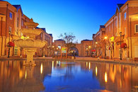 市庁前大通り 夏は噴水があります。