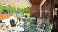 Die Clubhaus-Terrasse.