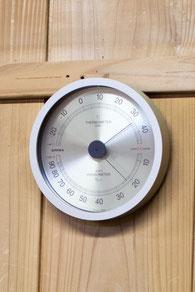 室温は30℃超。酒蔵の中でもここだけが別世界。