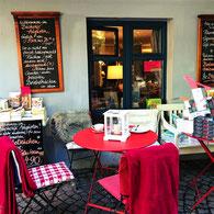 Das Café Augustin in Lindau ist ein Buch- und Literaturcafé,. Hier kann man nicht nur in Büchern stöbern, sondern auch Speisen und Getränke genießen. Das Café Augustin in Lindau bietet auch vegane Speisen an.