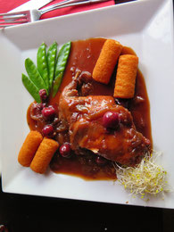 兎のもも肉のチェリービール煮 Cuisse de lapin à la Kriek