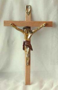 Kruzifix aus Holz im antiken Stil