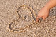 exercices pré calligraphiques dans le sable