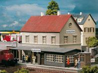 Bahnhofsgebäude als Modellbahnzubehör