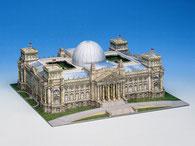 Reichstagsgebäude als Kartongmodell der Firma Schreiebr
