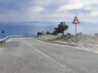 Talfahrt vom Llogora-Pass