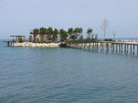 Künstliche Insel am Camp