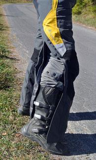 Allweterhose: Zip über die gesamte Beinlänge