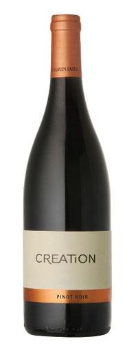 100% Pinot Noir, 13,75% Alc. Der Creation Wines Pinot Noir ist im Glas rubinrot mit violetten Reflexen.  In der Nase Aromen von roten Beeren, begleitet von feinem Vanillin und einer dezenten Barrique-Note.  Im Gaumen vollmundig mit geschmeidigen Tanninen.