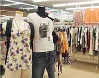 幅広い世代の洋服、小物を取り扱っています。