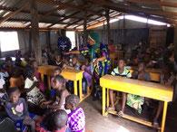 Besuch der PRIMARSCHULE DYARAMA TAAYAKI in der VORSCHULE DYARAMA MEYINGBÉ