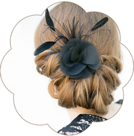 Haarschmuck schwarz 20er Jahre Haarband aus Spitze mit einer Seidenblüte und Federn. Black Headpiece. 20ies Gatsby Style.