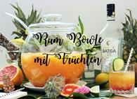 Sommer Party Idee: tropische Bowle mit Rum und Früchten Rezept