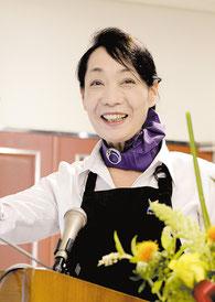 「新鮮な野菜は病気になりにくい体を作る」と語った徳元さん=25日午後、八重山合同庁舎