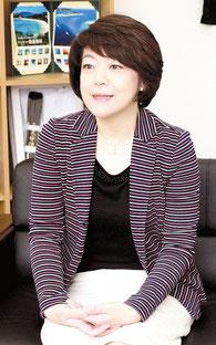 インタビューに答える自民県連の島尻安伊子会長