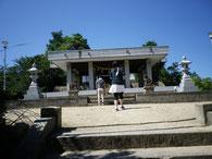 怨霊となった崇徳天皇を祀る神社です