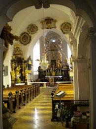 Kirchenraum, Blick vom Eingang zum Hochaltar