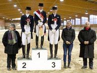 Die Medaillenträger bei den Reitern v.l. Clara Winkelmann, Natalie Soujon und Julia Sachs Foto:I. Meier