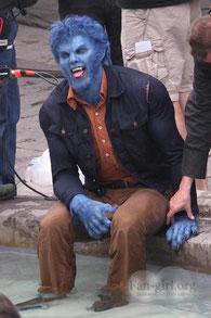 Nick: Zu Karneval schenke ich Beast einen Rasierer, dann kann er als Schlumpf gehen.