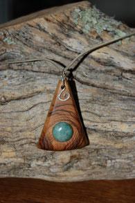 pendentif en bois et pierre semi precieuse, création artisanale de Fileuse d étoiles