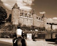 Balade à cheval le long du château de Josselin-la Claie des Landes