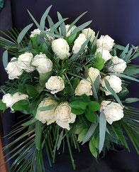 Ramo de 24 rosas blancas.