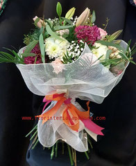 Ramo grande de flores variadas.