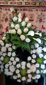Corona grande de Flores Blancas.