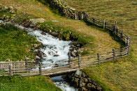 Idylische Wanderwege und Wasserfälle finden sich überall