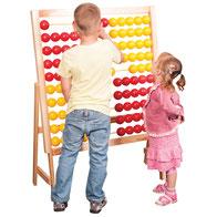 Boulier géant en forme de boulier. Matériel pédagogique pour apprendre la motricité aux enfants. Matériel à acheter pas cher du tout!