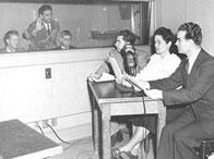 Первый диктор украинской службы Голоса Америки Алена Несина  с коллегами в радиорубке.