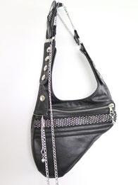 kleine Schultertasche aus schwarzem Leder und Strassband und Kette