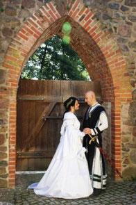 Mittelalter Hochzeitskleid & Herrengewand in Maßanfertigung.