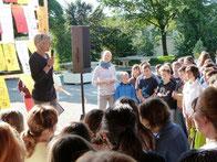 Frau Ziegler-Wegner eröffnet die 52. Schulversammlung