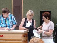 Moderator Florian Weber mit Frau Ziegler-Wegner und Frau Haug